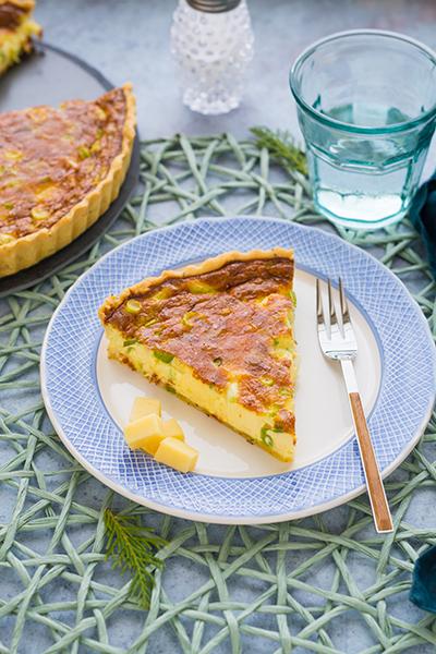 Sajtos-újhagymás pite
