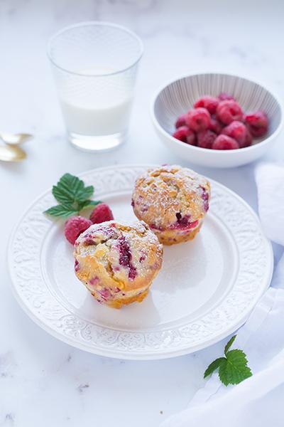 Málnás-fehér csokoládés muffin