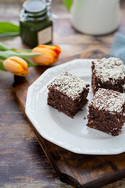 Bögrés kókuszos-kakaós sütemény