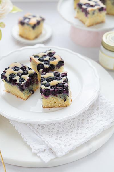 áfonyás kókuszos sütemény